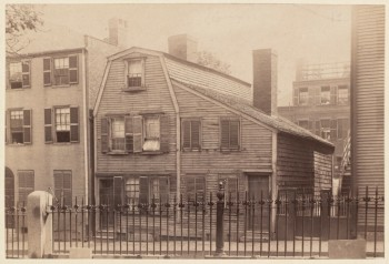 Hartt House, Hull St. Built in 1774 (Courtesy of Boston Public Library)
