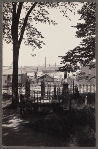 Mather Tomb Copps Hill ca 1910 (Courtesy of Boston Public Library)