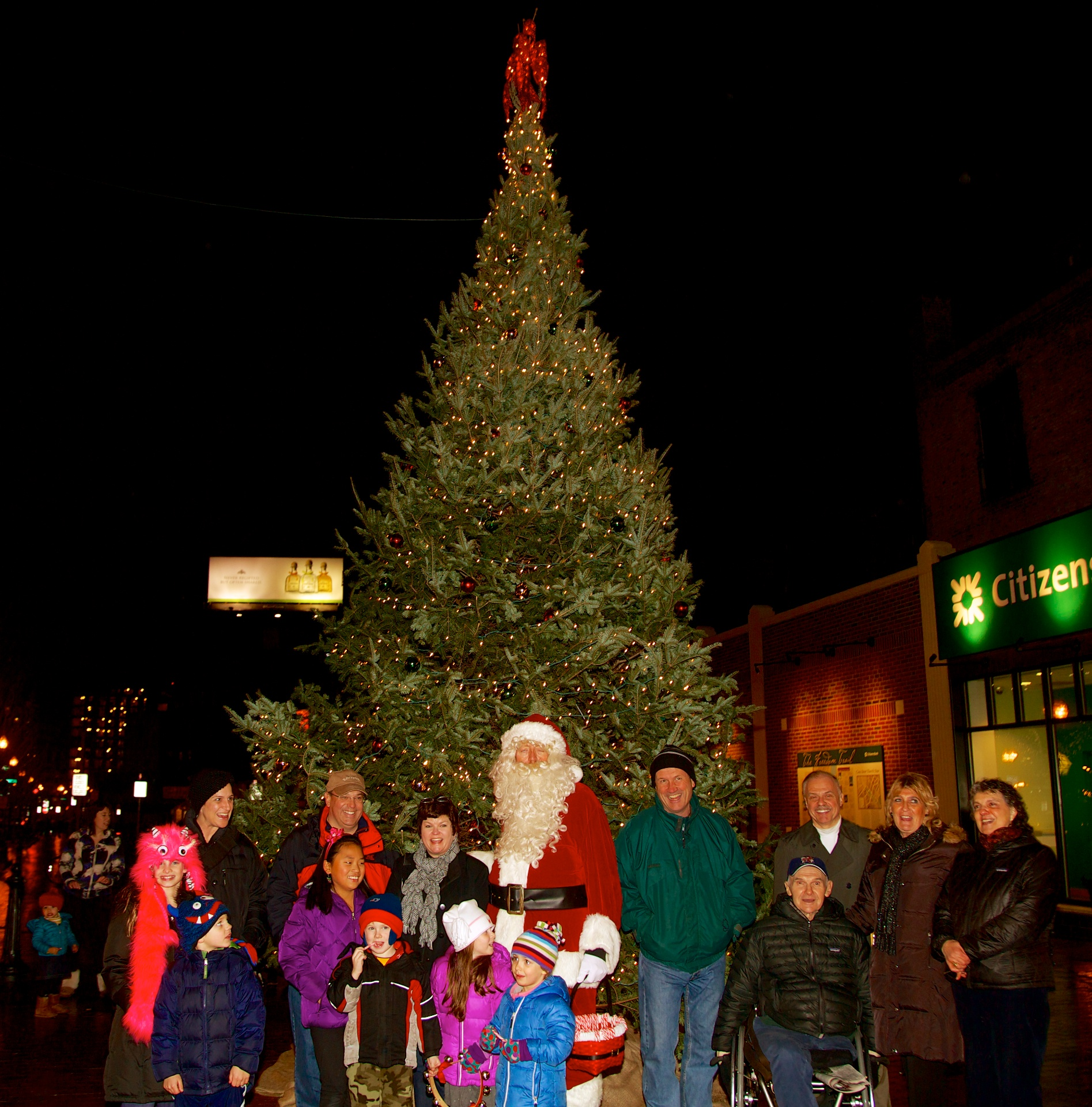 A crowd gathers for the lighting of the Cross Street Christmas tree. & Beautification Committee Lights Christmas Tree on Hanover u0026 Cross ... azcodes.com