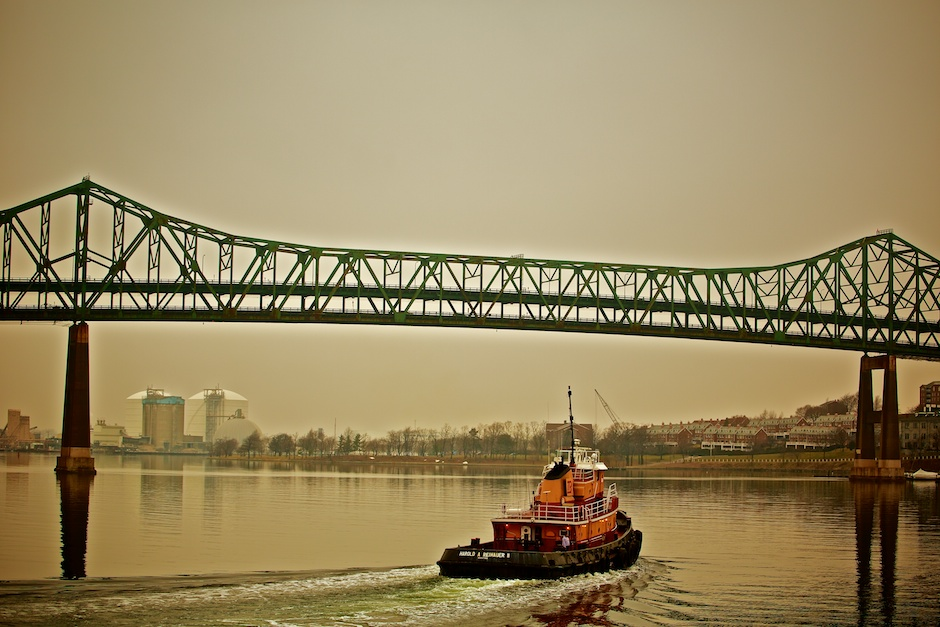 Harold Reinauer Tugboat under Bridge