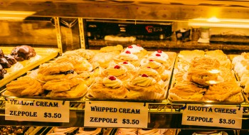 Zeppole at Mike's Pastry (Photo by Matt Conti).