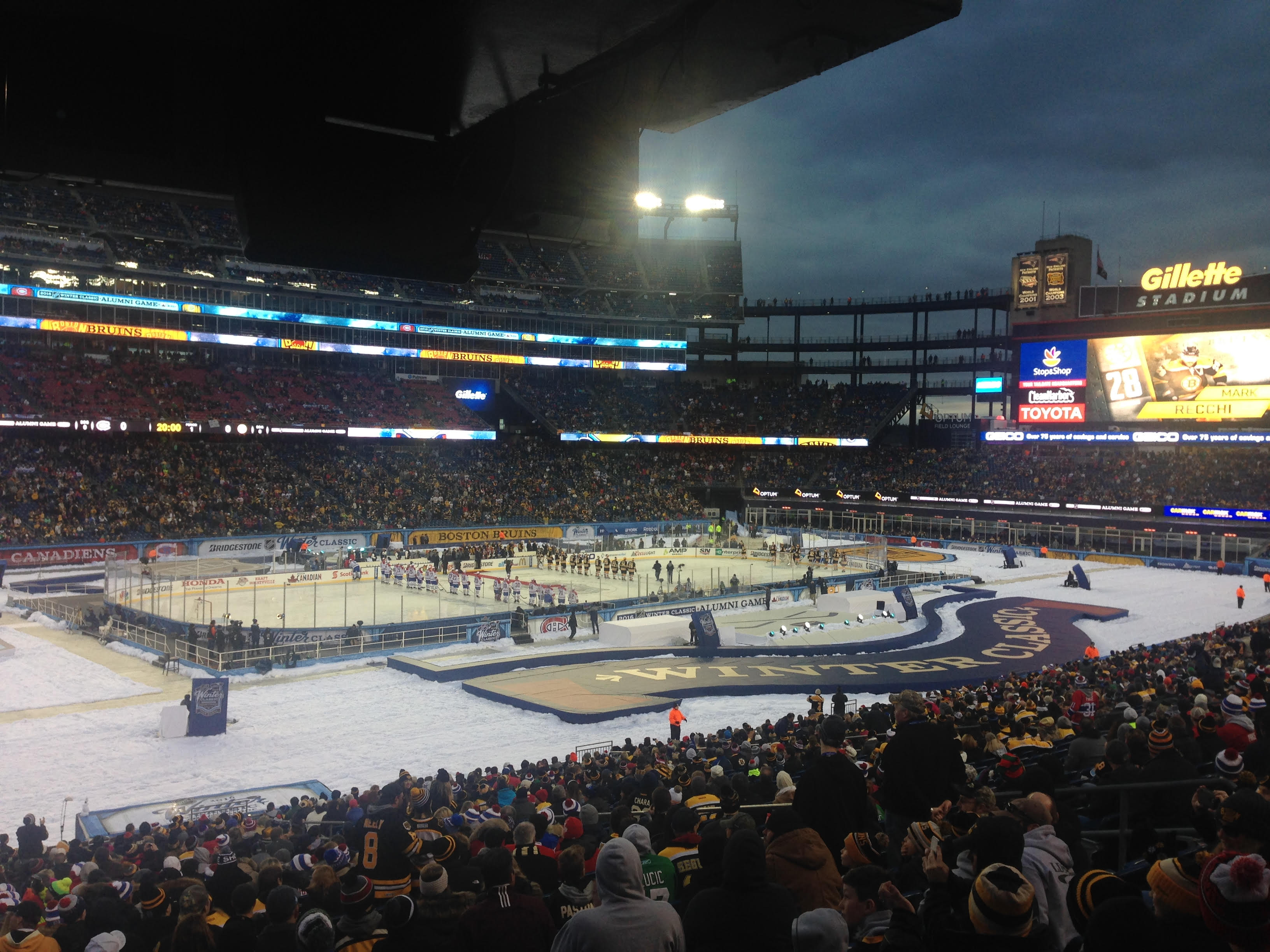 Neaa brings neighborhood fans to winter classic alumni game