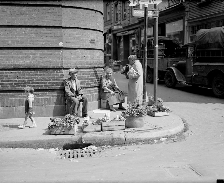 Historic Neighborhood Photo: Vendors at the Corner of Prince Street